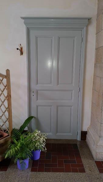 Porte en bois à la Mairie - Mauléon (79)